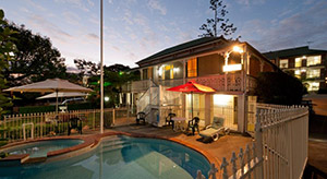 Aabon Holiday Apartments & Motel